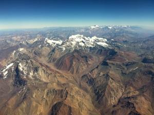 Vista da cordilheira dos andes pela janela Avião